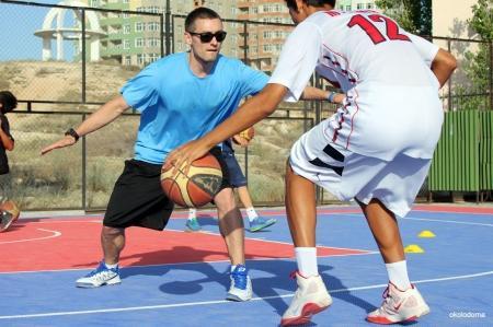Тренер «Красных крыльев» провел мастер-класс для актауских баскетболистов