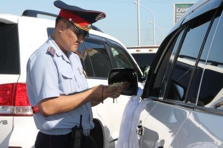 В Актау в выходные дни выявлено 15 нарушений со стороны водителей свадебных кортежей
