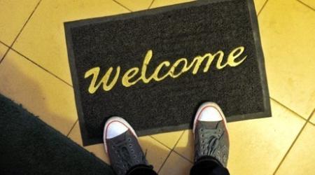 В ТС предлагают запретить кеды и высокие каблуки