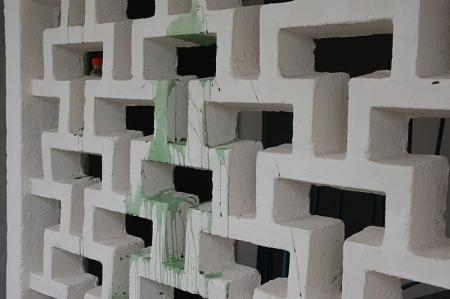 В Актау неизвестные измазали краской стены недавно отремонтированного дома