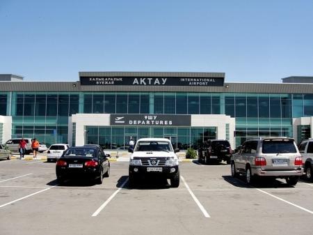 Аэропорт Актау из-за пыльной бури не принимает самолеты
