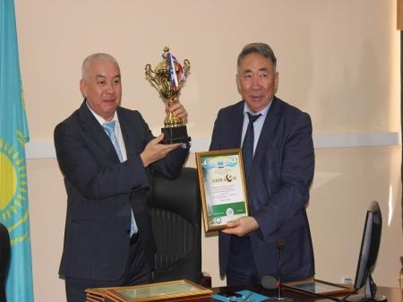 В Мангистау победителей спартакиады медработников наградили в честь Дня госслужащего