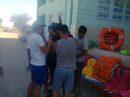 Актауские спасатели начали обучать детей плаванию