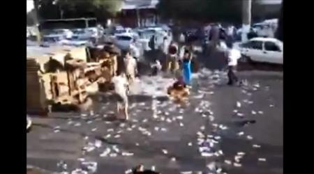 Инкассаторская машина попала в ДТП в Ташкенте и растеряла деньги
