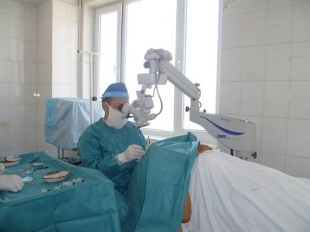 Специалист института глазных болезней обследовал мангистауских пациентов