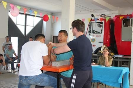 В Актау прошли соревнования по армрестлингу среди пожарных