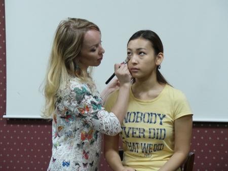 Визажист из Алматы дала советы жительницам Актау, как выглядеть свежо и красиво