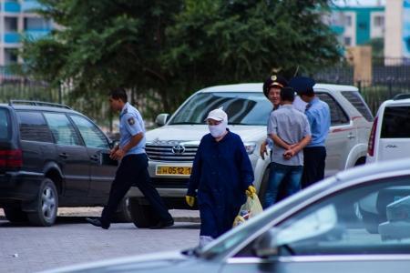 В Актау с седьмого этажа упала пожилая женщина