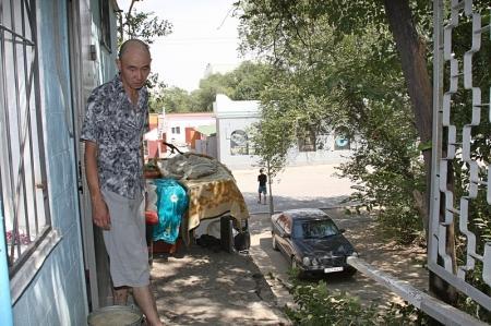 Жительница Актау спасла ребенка при обрушении перил