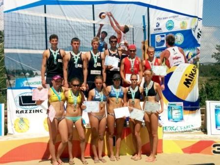 Актауские пляжные волейболистки завоевали весь набор медалей на третьем туре чемпионата РК