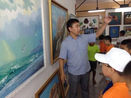 Актауские художники провели мастер-класс в детском лагере «Шагала»