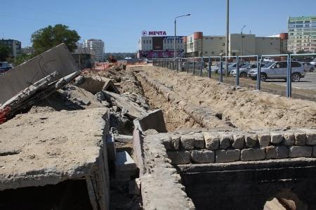 Жители Актау возмущены состоянием дорог и тротуаров после замены инженерных сетей