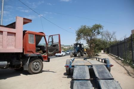 На перекрестке между 3 и 2 микрорайонами Актау начался ямочный ремонт дороги