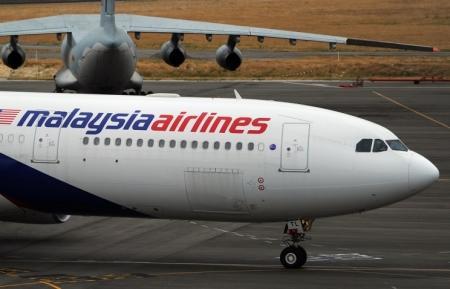На территории Украины рядом с российской границей упал малайзийский Boeing 777