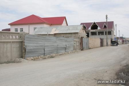 Жителей поселка Приморский напугало объявление, вывешенное на всех воротах жилого комплекса