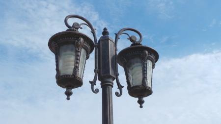 На новой набережной в Актау крушат фонари