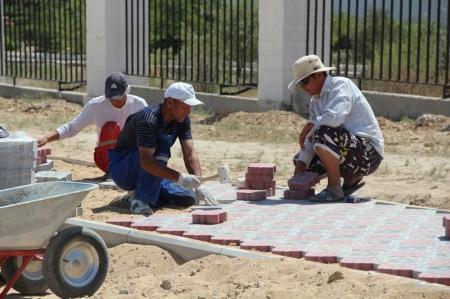 В Актау появятся новые тротуарные дорожки