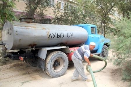 Водители актауских водовозов вышли на работу