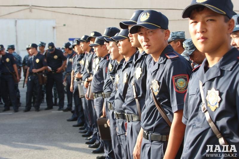 форма полиции в казахстане фото