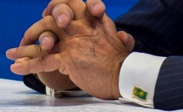 Оригинальные запонки Президента Казахстана понравились жителям страны