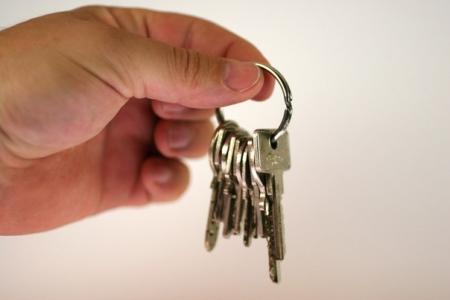 В 4 микрорайоне Актау 93 человека сдавали квартиры без разрешительных документов