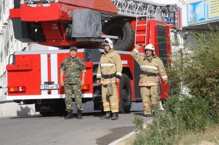 Десять пожарных нарядов выехали тушить возгорание в Мангистауской областной больнице