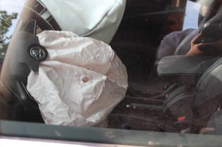 В Актау автомобиль пробил стену частного дома