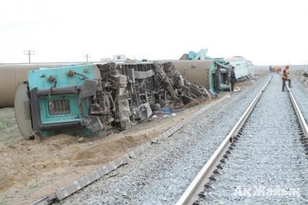 За крушение поезда ответят два атырауских путейца
