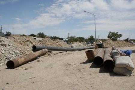 Аким Актау: Дали срок подрядчикам до сентября, чтобы они привели в порядок территорию после замены инженерных сетей