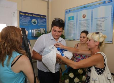 В Актау за один день из родильного дома выписали 48 маленьких горожан