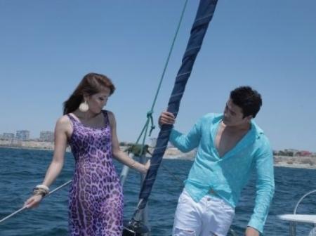 В Актау во время съемок клипа казахстанского певца Нурболата Абдуллина чуть не утонула девушка