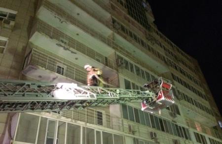 Сотрудники ДЧС в ходе тушения пожара в жилом комплексе «Овация» спасли девушку