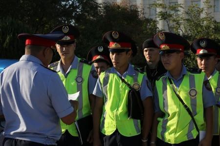В Актау полицейские вернули женщине 900 тысяч тенге, украденные с ее банковских карт