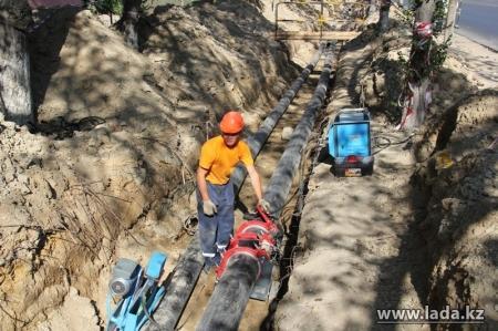 Жители Актау несколько недель жалуются на отсутствие воды
