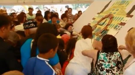 Жители Костаная устроили потасовку из-за бесплатного шоколада