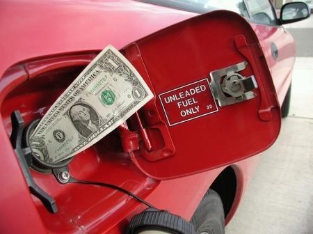 Почему нефть дешевеет, тенге укрепляется, а бензин дорожает