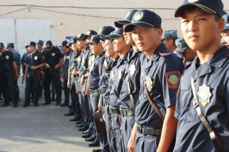 Мангистауским полицейским выдали форменную одежду нового образца