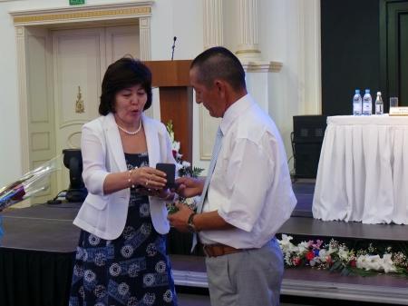Директору «Лучшей общеобразовательной организации» Мангистауской области вручили 15 миллионов тенге