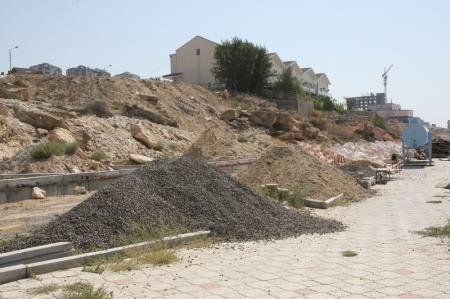На Розовых скалах в 15 микрорайоне Актау началась стройка