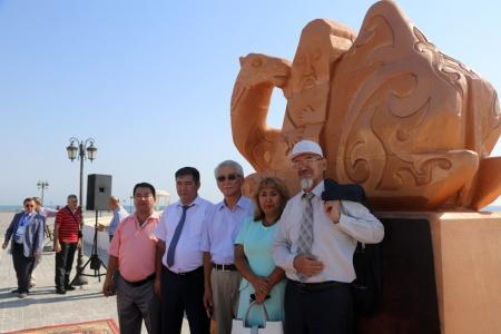На берегу Каспия появился каменный верблюд