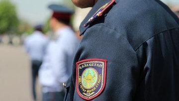 Спящих в машине полицейских уволили в Актобе – ДВД