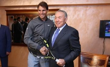 Известный теннисист Р.Надаль вручил Н.Назарбаеву свою ракетку