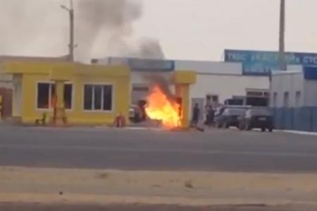 В Актау загорелась газозаправочная станция