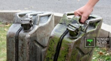 Дефицит бензина в Казахстане может продлиться до ноября - эксперт