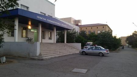 В Актау со второго этажа психоневрологического диспансера упал пациент