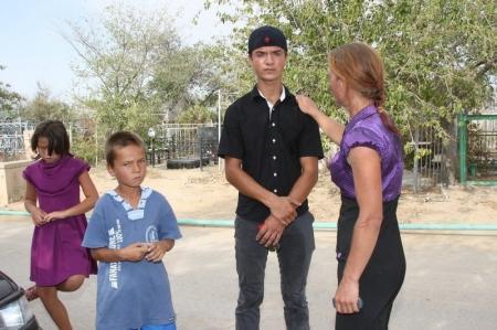 Родителей, чьи дети ночевали на актауском кладбище, могут ограничить в правах на воспитание