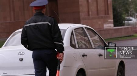 Автовладельца с поддельными VIP-номерами разыскивает полиция в Казахстане