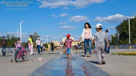 Президент поздравил казахстанцев с Днем семьи