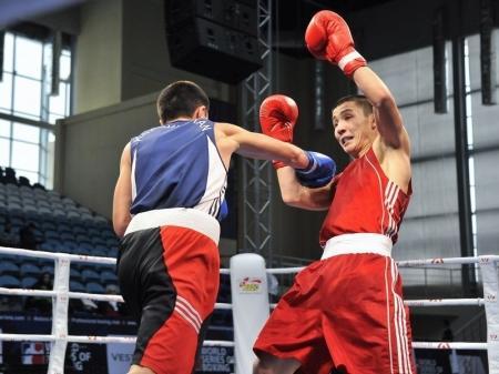 Актауский боксер Маулен Оскенбек стал серебряным призером чемпионата мира