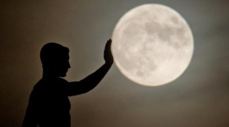Космические туристы облетят Луну в 2018 году